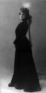 Does Maud Gonne deserve a statue